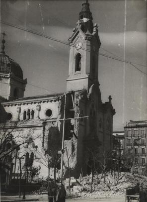 La iglesia después de un bombardeo (Archivo Rojo. Mº de Cultura)