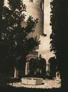 Claustro (1950) (en Tiempos de investigación: JAE-CSIC, cien años de ciencia en España. CSIC, Madrid 2007)